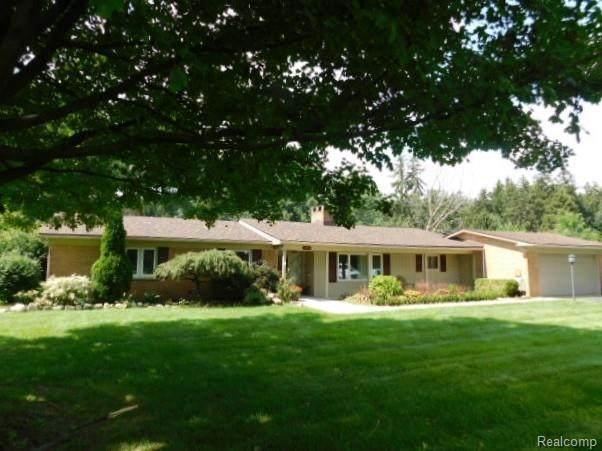 1556 Ledbury Drive, Bloomfield Twp, MI 48304 (#2210072062) :: GK Real Estate Team