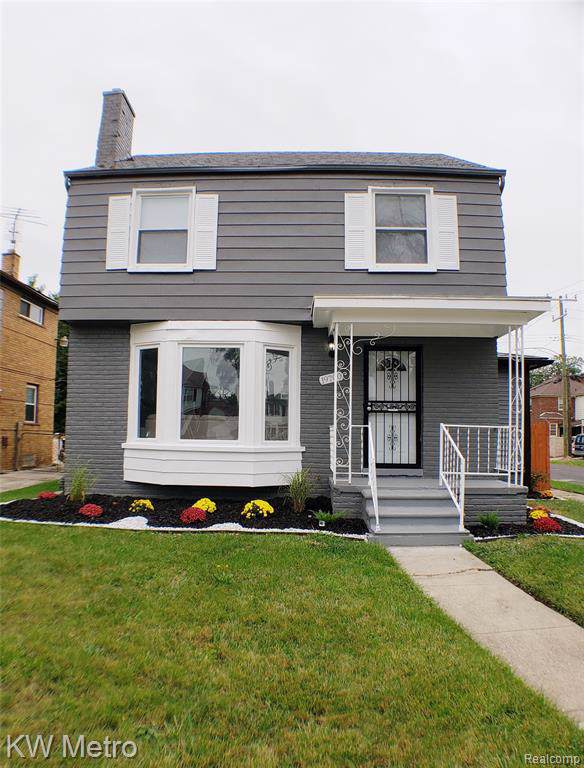 19700 Sorrento, Detroit, MI 48235 (#219100346) :: The Buckley Jolley Real Estate Team