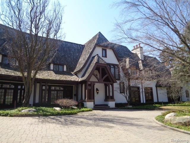 2010 W Valley Road, Bloomfield Hills, MI 48304 (MLS #218017519) :: The Toth Team
