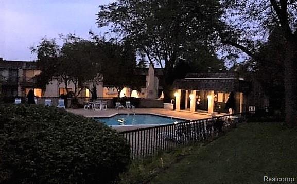 1199 Oakwood Court, Rochester Hills, MI 48307 (#218040620) :: Duneske Real Estate Advisors