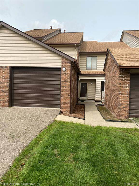 6540 Ridgefield Cir Apt 104, West Bloomfield Twp, MI 48322 (#2200075915) :: Duneske Real Estate Advisors