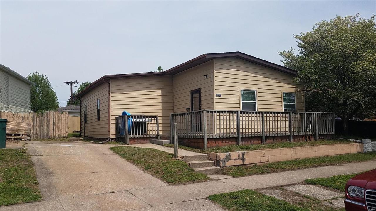1707 Edwardsville - Photo 1