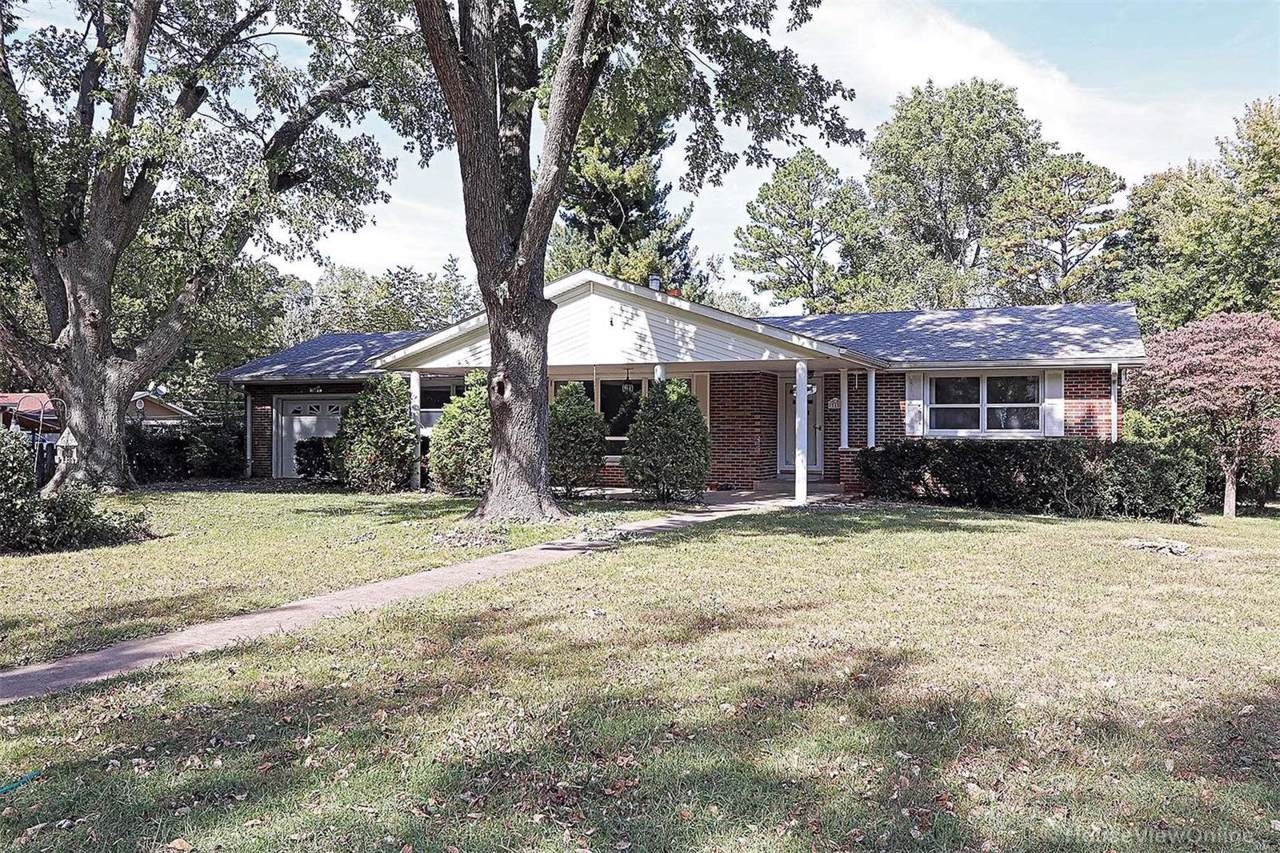 1 Airline Drive - Photo 1
