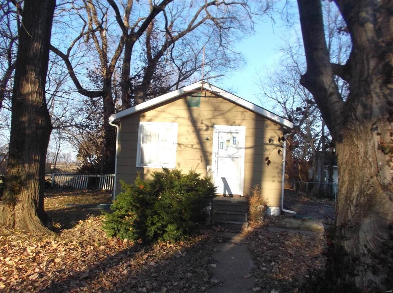 1609 Courtney Boulevard - Photo 1