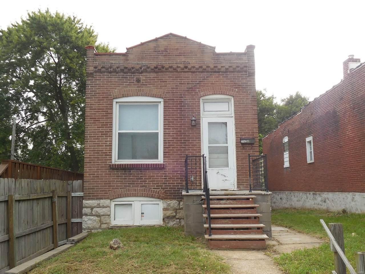 3262 Jamieson Avenue - Photo 1