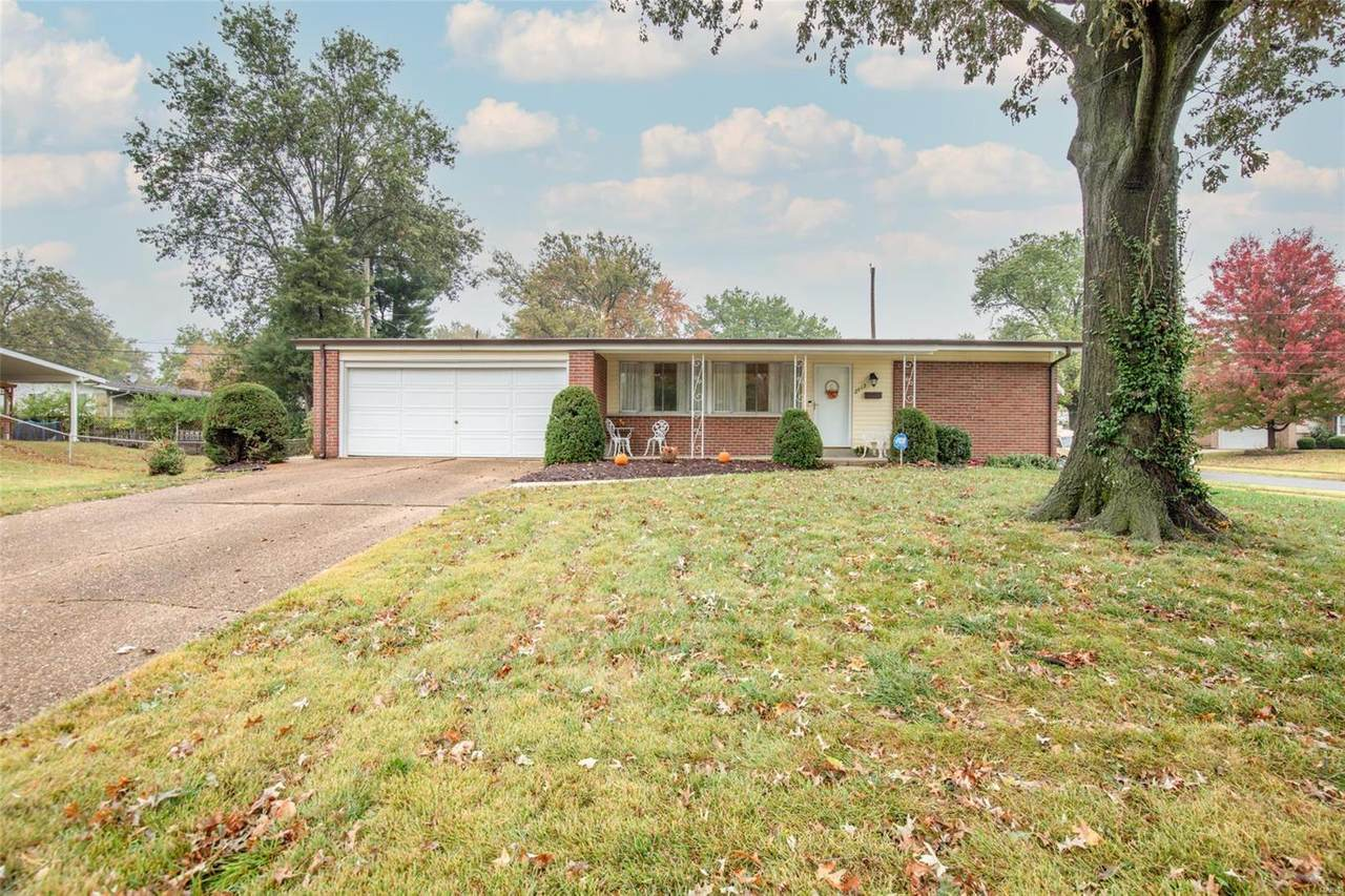 2415 Waterford Drive - Photo 1
