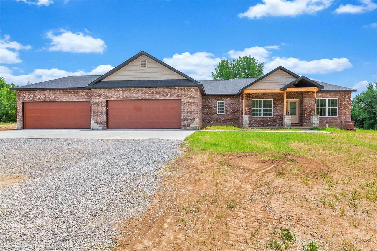 640 Valley Drive - Photo 1