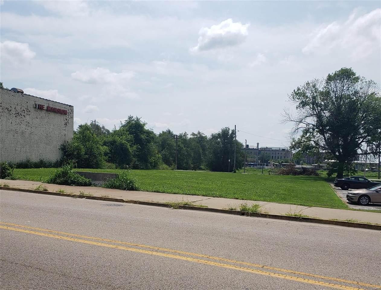 122 Colllinsville Avenue - Photo 1