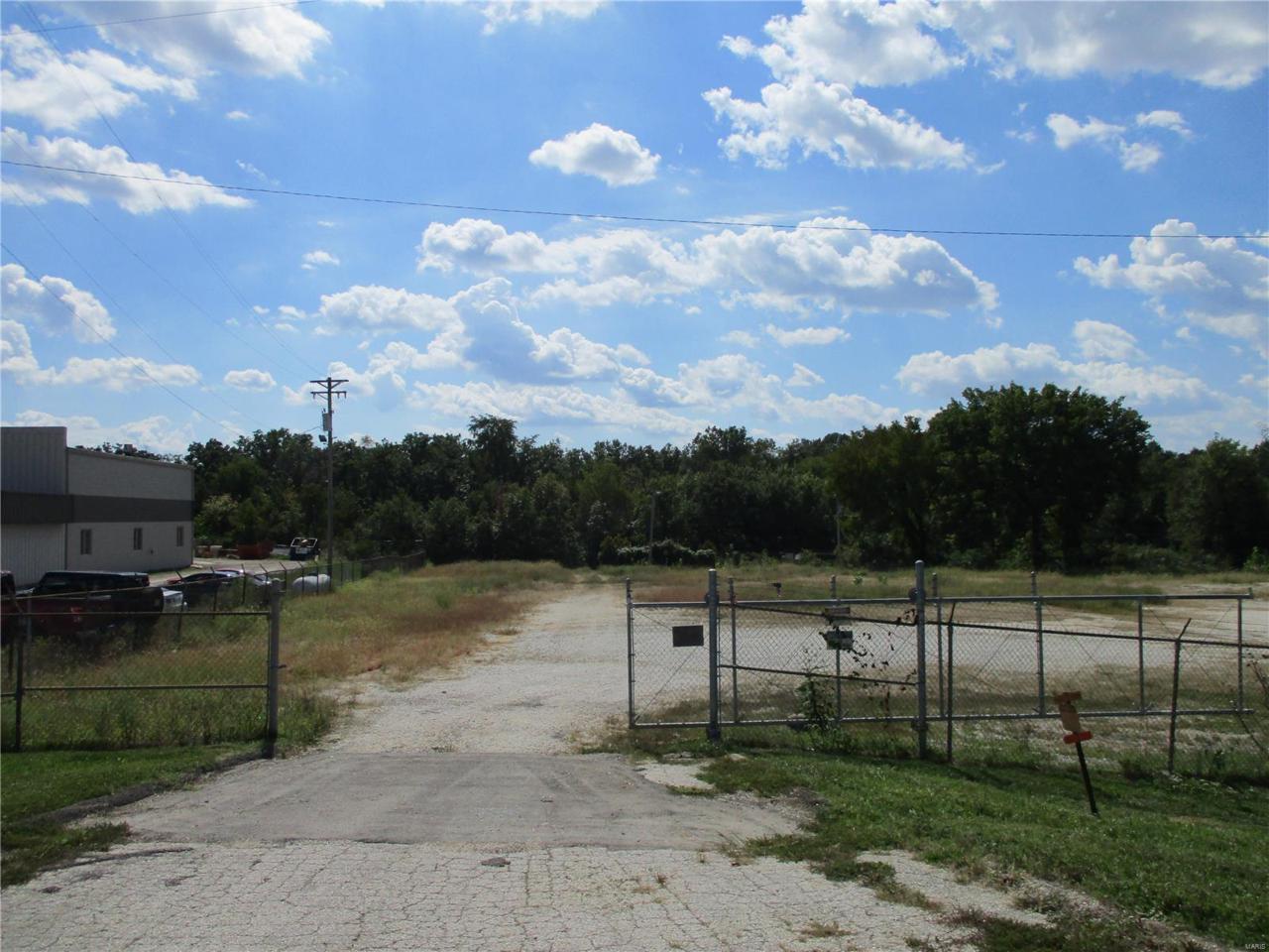21500 Veterans Memorial Parkway - Photo 1