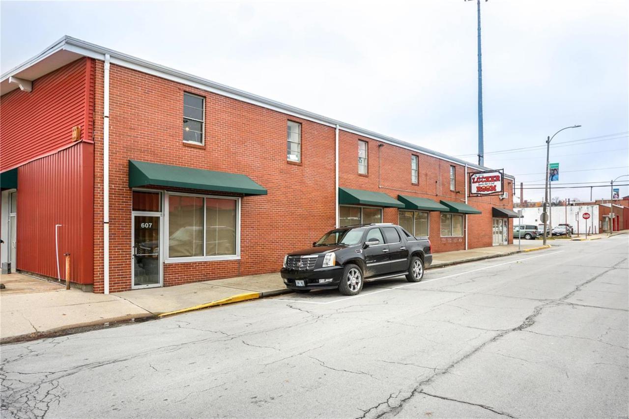607 Rolla Street - Photo 1