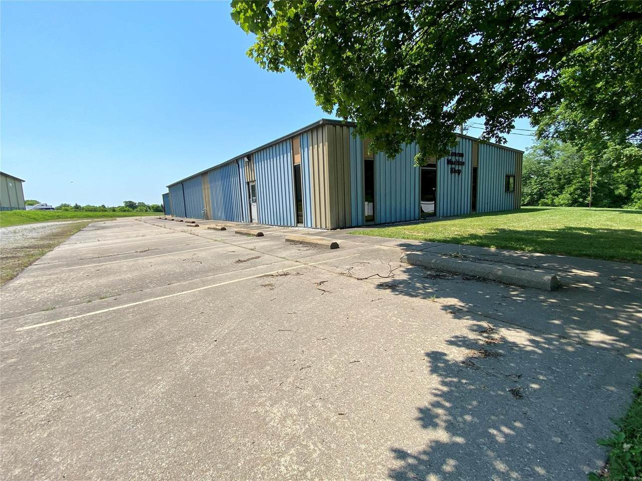 612 Industrial Drive - Photo 1