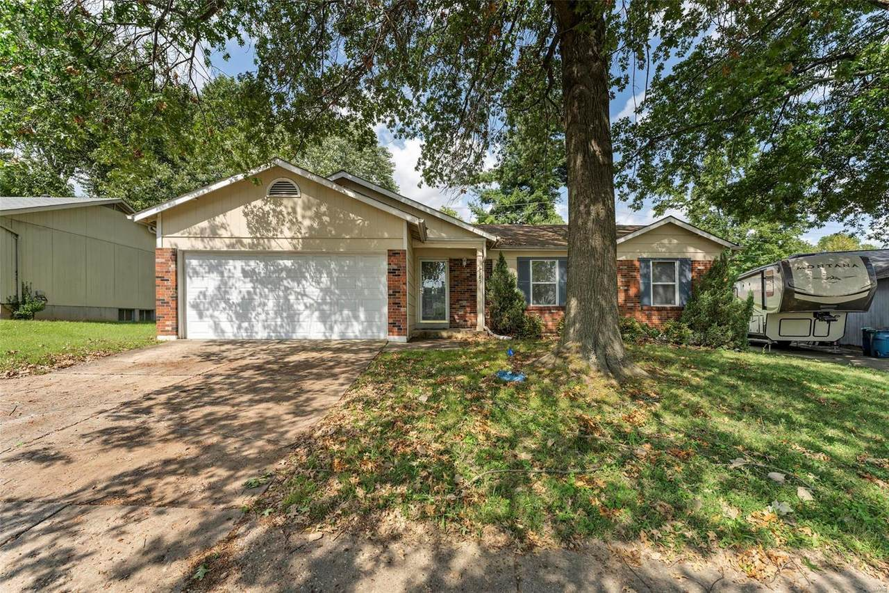 4985 Evelynaire Drive - Photo 1