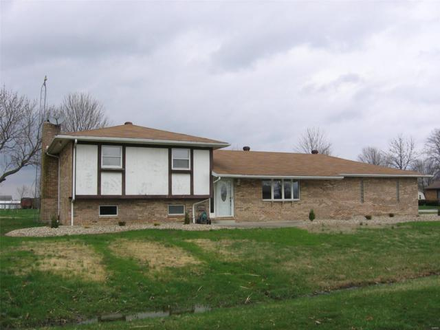 15901 Walnut Drive, CARLYLE, IL 62231 (#18026240) :: Clarity Street Realty