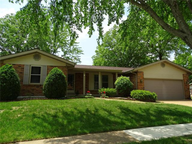 2 Hurstfield Court, Fenton, MO 63026 (#18038337) :: The Becky O'Neill Power Home Selling Team
