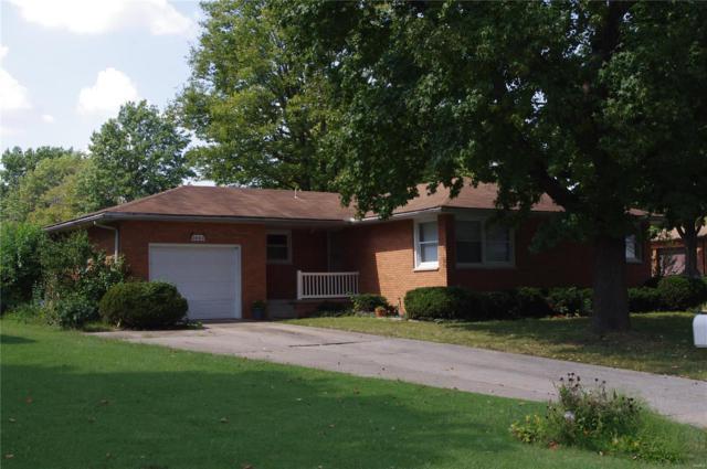 2402 Lakeshore Drive, Highland, IL 62249 (#18075553) :: PalmerHouse Properties LLC