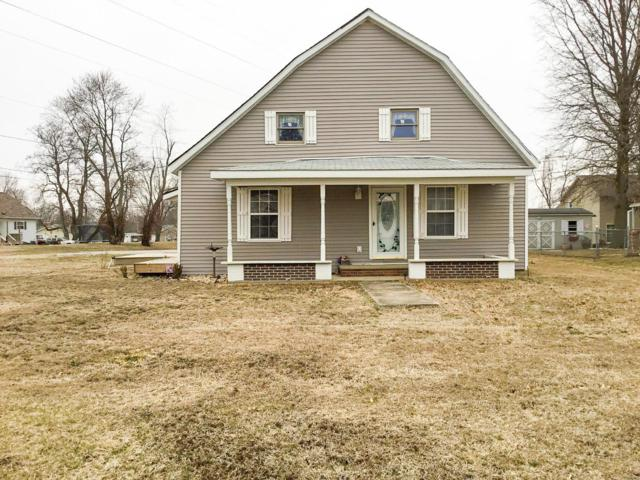 903 E Henry Street, STAUNTON, IL 62088 (#19009914) :: Kelly Hager Group | TdD Premier Real Estate