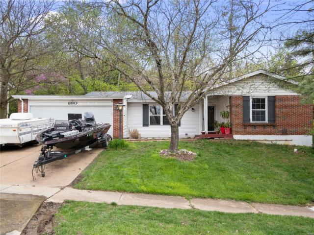 690 Green Forest Court, Fenton, MO 63026 (#19028279) :: The Becky O'Neill Power Home Selling Team