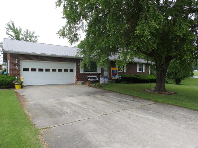 652 W Lowry Street, Pittsfield, IL 62363 (#19045643) :: Matt Smith Real Estate Group