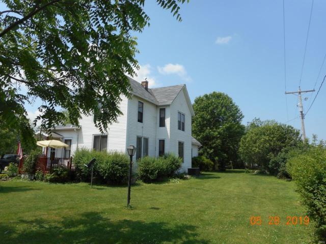 638 N Main Street, WITT, IL 62094 (#19048127) :: RE/MAX Professional Realty