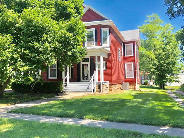 211 Pleasant Street, Hillsboro, IL 62049 (#19053086) :: RE/MAX Professional Realty