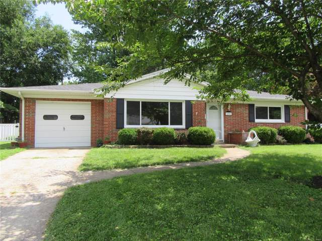 208 Chevy Chase Drive, Belleville, IL 62223 (#19054936) :: The Becky O'Neill Power Home Selling Team