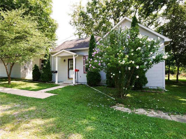 490 Washington Street, CARLYLE, IL 62231 (#19056187) :: The Becky O'Neill Power Home Selling Team
