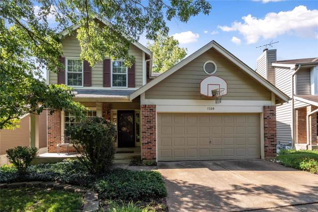 1509 Caper Wood Court, Ballwin, MO 63021 (#19056845) :: The Kathy Helbig Group