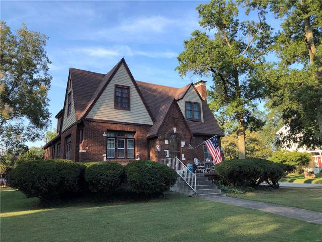 711 Livingston Street, CARLYLE, IL 62231 (#19071351) :: Holden Realty Group - RE/MAX Preferred