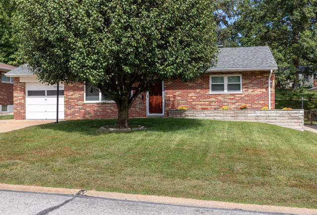 10945 Oasis Drive, St Louis, MO 63123 (#19072914) :: The Kathy Helbig Group