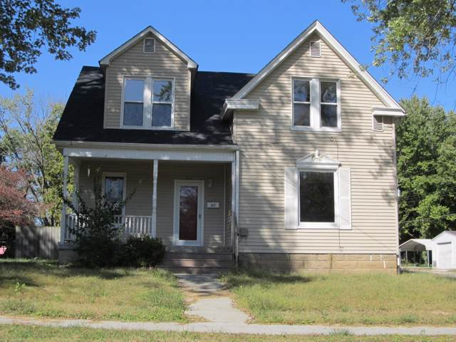 217 White Street, Hillsboro, IL 62049 (#19077754) :: RE/MAX Professional Realty