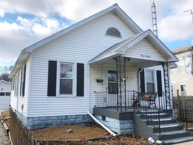 1211 N Monroe, LITCHFIELD, IL 62056 (#19088252) :: RE/MAX Professional Realty
