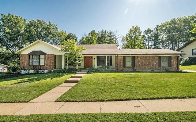 556 Hickory View Lane, Ballwin, MO 63011 (#20010858) :: Kelly Hager Group | TdD Premier Real Estate