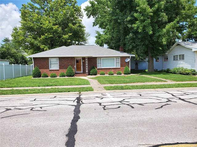 1171 Fairfax Street, CARLYLE, IL 62231 (#20012008) :: The Becky O'Neill Power Home Selling Team
