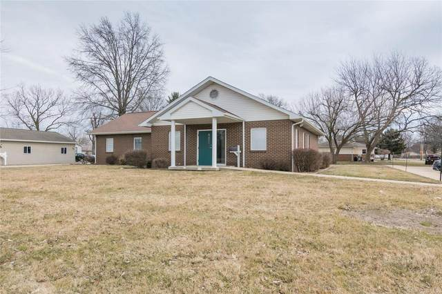 807 N Broad, CARLINVILLE, IL 62626 (#20013526) :: Tarrant & Harman Real Estate and Auction Co.