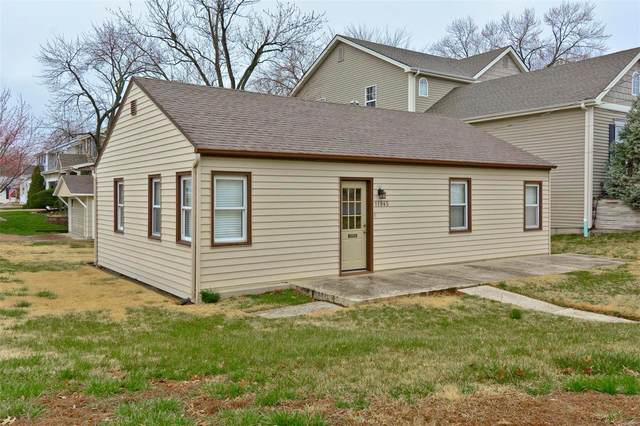 11945 Lillian Avenue, St Louis, MO 63131 (#20017981) :: Kelly Hager Group | TdD Premier Real Estate