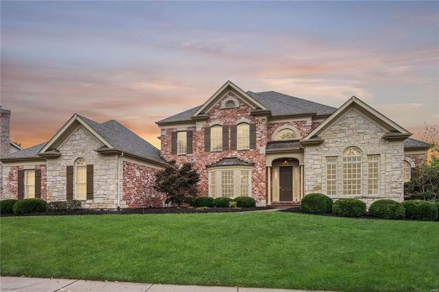 1126 Greystone Manor Parkway, Chesterfield, MO 63005 (#20035155) :: Parson Realty Group