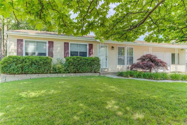 2907 Sprucewood Drive, Maryland Heights, MO 63043 (#20035262) :: Parson Realty Group