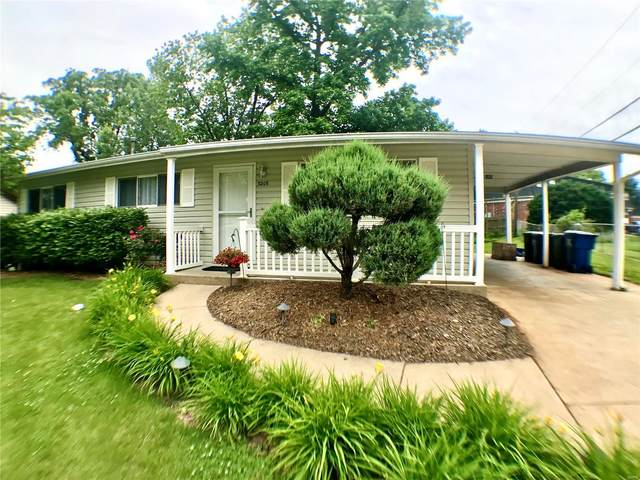 3206 Saint Joan Lane, Saint Charles, MO 63301 (#20038052) :: Parson Realty Group