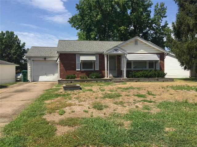 8030 Titus, St Louis, MO 63114 (#20045573) :: The Becky O'Neill Power Home Selling Team