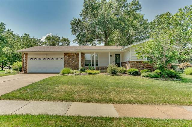 2892 Gladwood Drive, St Louis, MO 63129 (#20048481) :: Kelly Hager Group   TdD Premier Real Estate