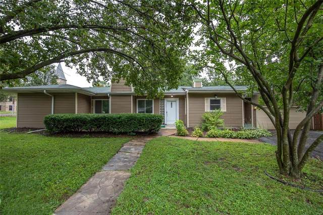 9404 Parklind Drive, St Louis, MO 63126 (#20048914) :: The Becky O'Neill Power Home Selling Team