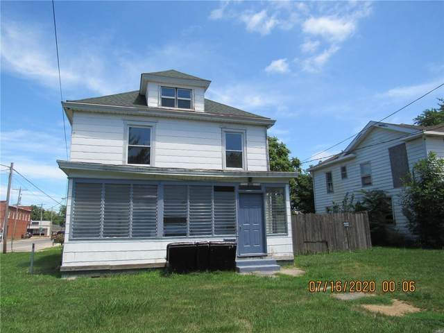 228 W 1st South Street, CARLINVILLE, IL 62626 (#20050984) :: Tarrant & Harman Real Estate and Auction Co.