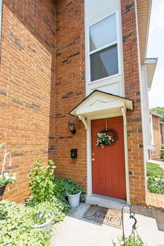1961 Hunting Lake Court #1961, Kirkwood, MO 63122 (#20053465) :: The Becky O'Neill Power Home Selling Team