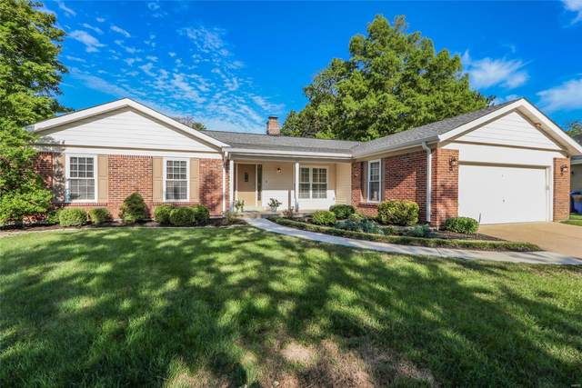 15641 Heathercroft, Chesterfield, MO 63017 (#20053533) :: The Becky O'Neill Power Home Selling Team
