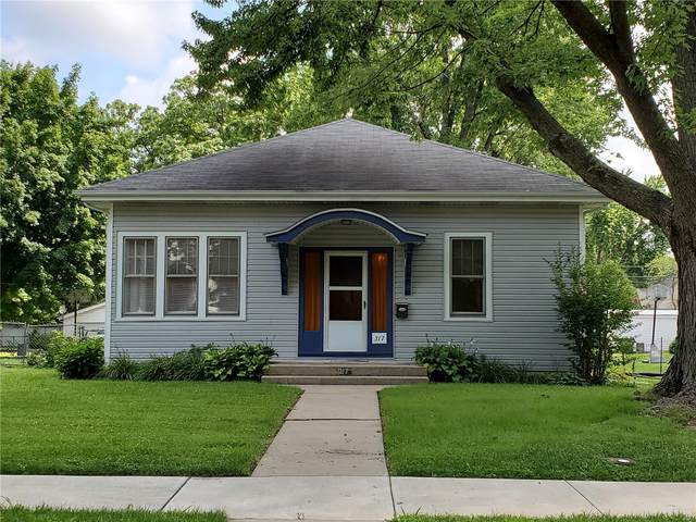 317 Portland Avenue, Belleville, IL 62220 (#20055265) :: The Becky O'Neill Power Home Selling Team