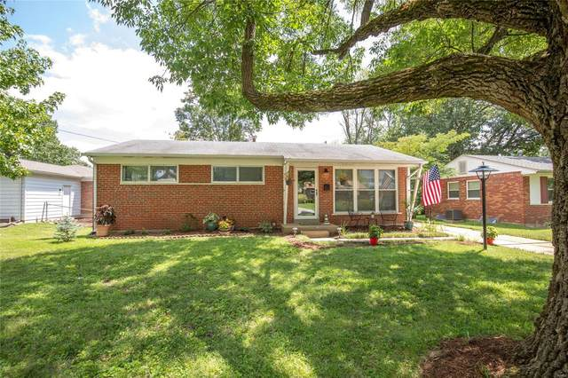 16 Armat Court, Des Peres, MO 63131 (#20055804) :: Kelly Hager Group | TdD Premier Real Estate