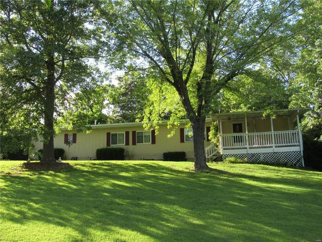 860 W County Line Rd, Brighton, IL 62012 (#20056325) :: The Becky O'Neill Power Home Selling Team