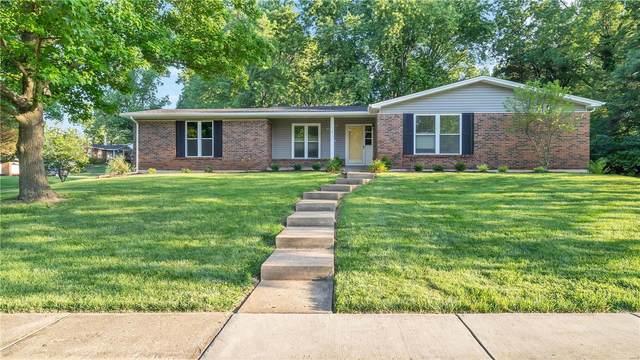 122 Caybeth, Ballwin, MO 63011 (#20056653) :: The Becky O'Neill Power Home Selling Team