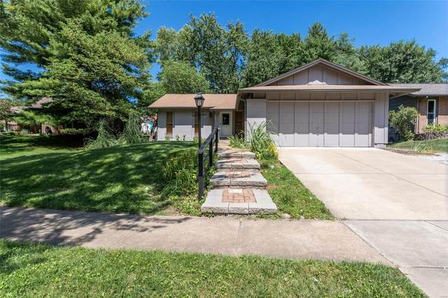 2122 Cherrycove Court, Maryland Heights, MO 63043 (#20057790) :: Parson Realty Group