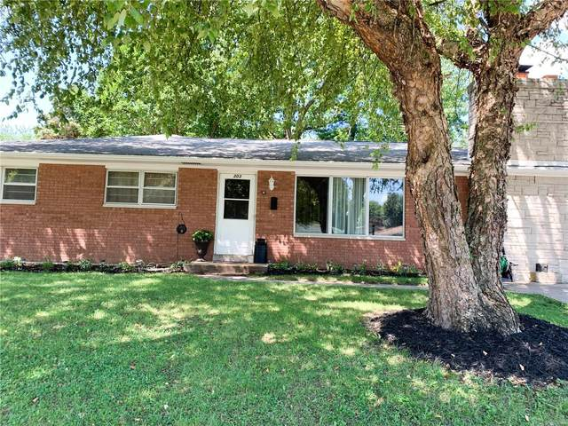 303 S Smiley, O'Fallon, IL 62269 (#20060092) :: The Becky O'Neill Power Home Selling Team